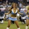 девушка танцует спортивный танец