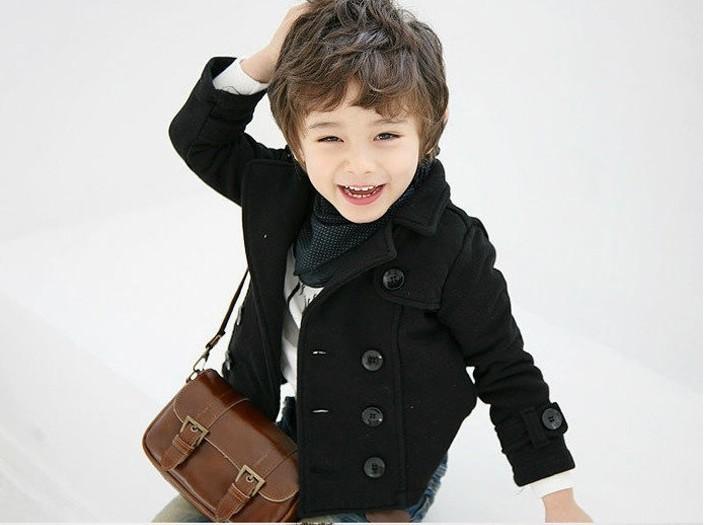 мальчик в модном пальто