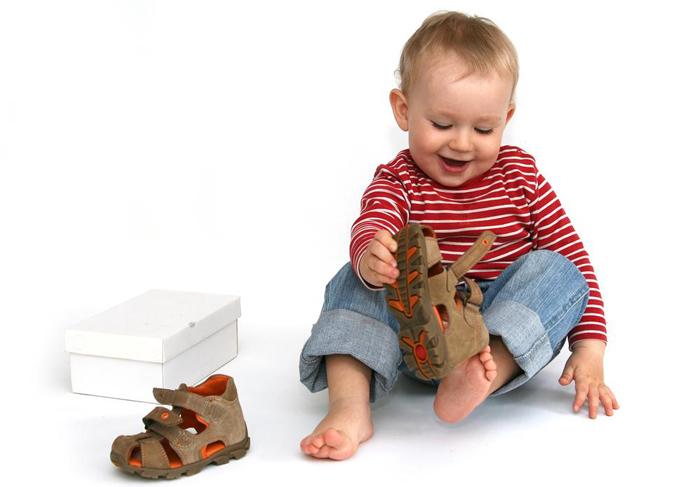 первая пара ортопедической обуви для малыша