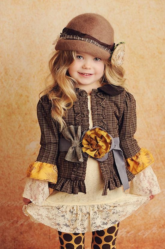 модное детское платье с рюшами