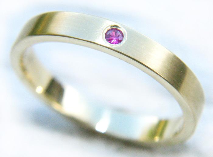 современное простое обручальное кольцо