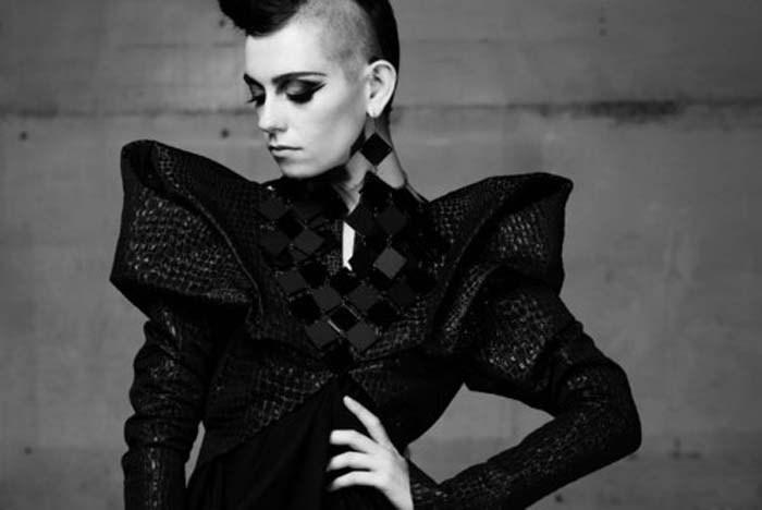 черное экстравагантное платье