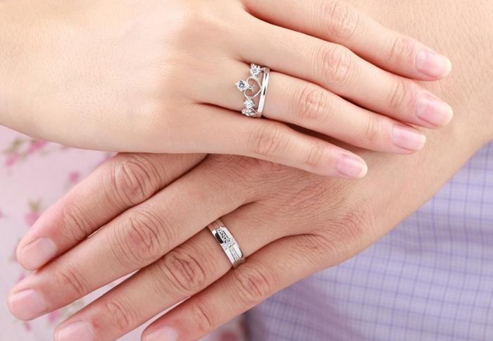 стильные обручальные кольца из белого золота