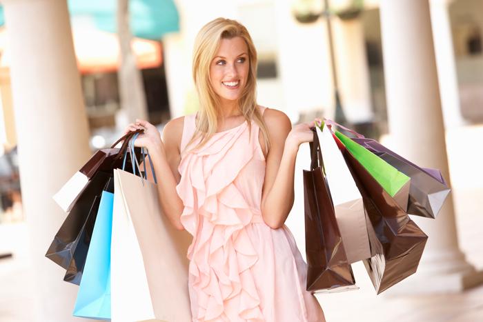 распродажа летних коллекций одежды