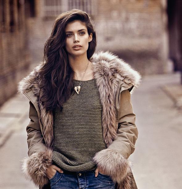 итальянка в повседневной одежде бренда GAS