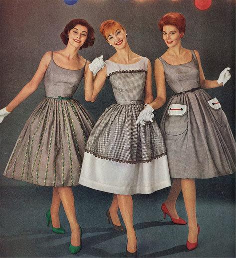 итальянские женщины в платьях с завышенной талией