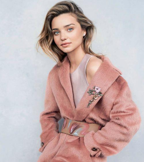 стильное пальто розового цвета