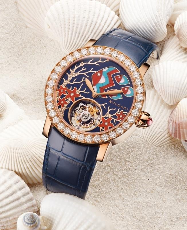 женские наручные часы Bvlgari c рыбками на циферблате