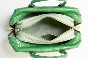 новинка сезона Prada inside bag из крокодиловой кожи