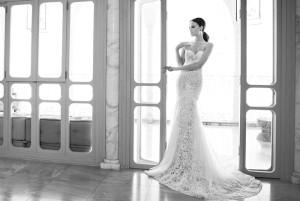кружевное свадебное платье с кристаллами Swarovski