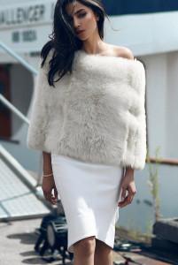 белая юбка-карандаш в сочетании с белым верхом